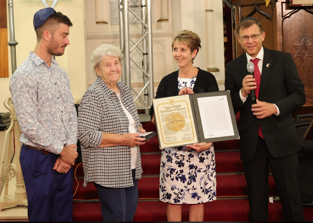 van der Haar family accept the Righteous Among the Nations award